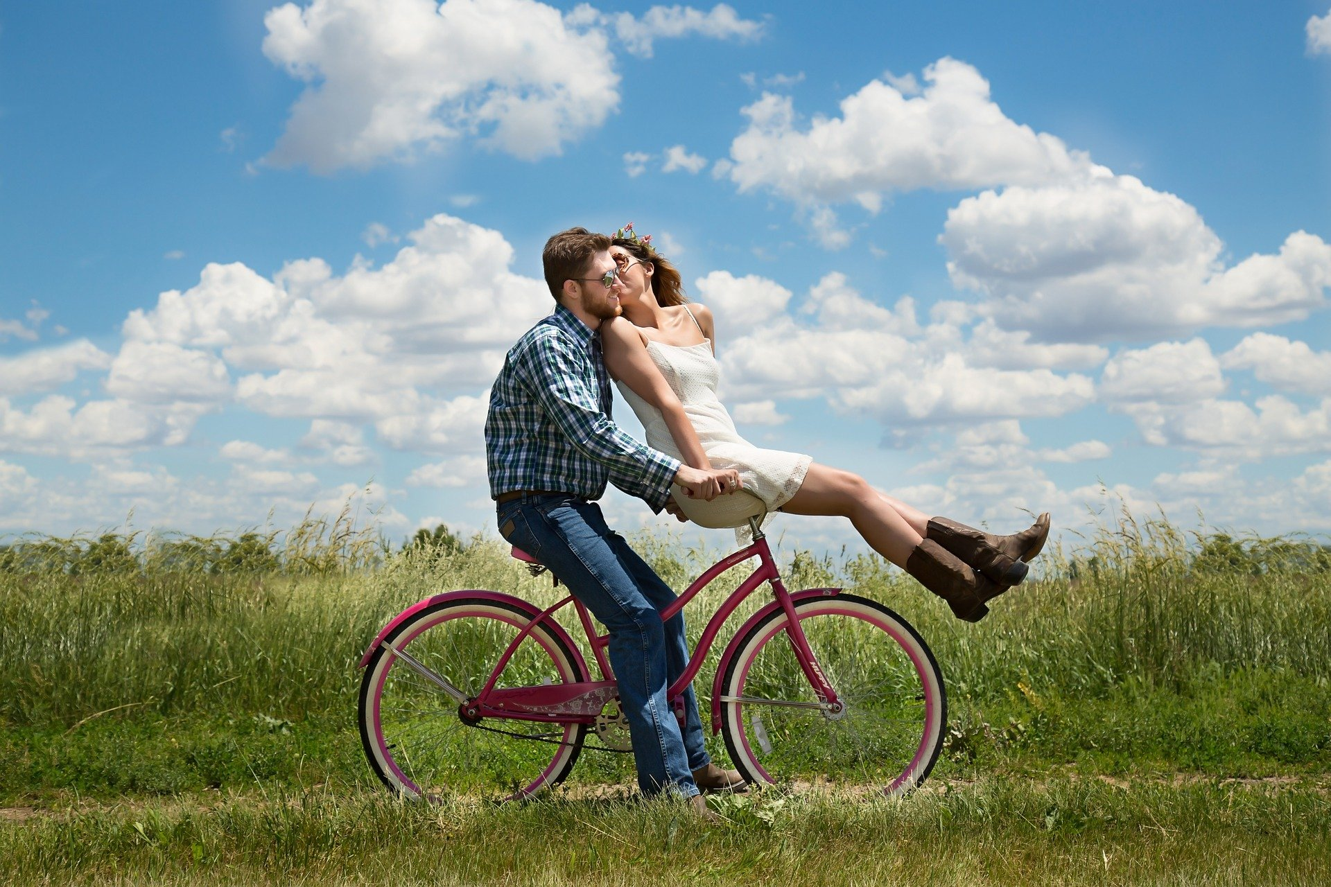 Read more about the article 7 Signs Your Partner Makes Your Relationship a Priority